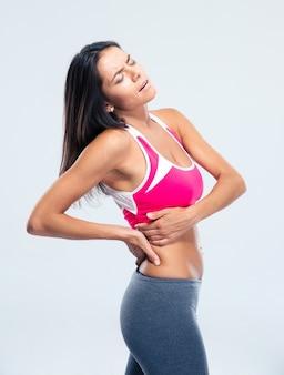 Donna di forma fisica con dolore laterale