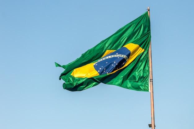 Bandiera del brasile all'aperto a rio de janeiro, brasile.