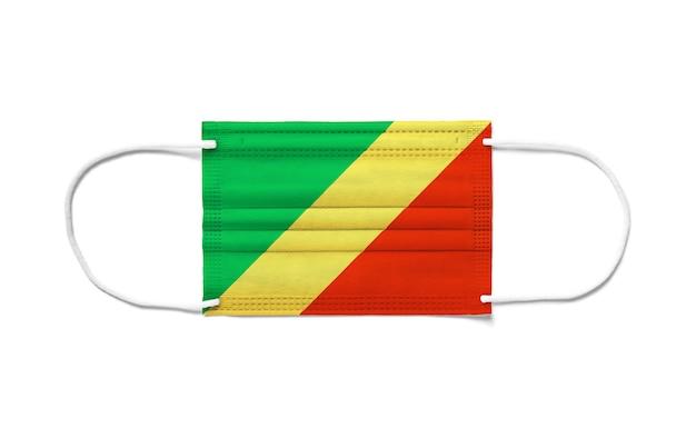 Bandiera del congo su una maschera chirurgica monouso. superficie bianca isolata