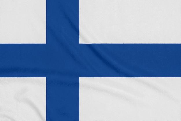 Bandiera della finlandia su tessuto strutturato. simbolo patriottico