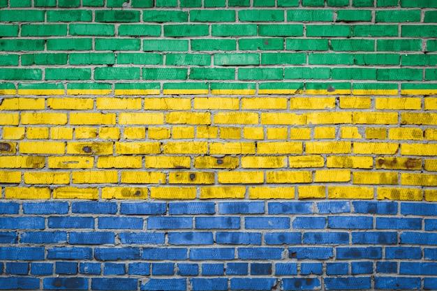 Bandiera del gabon su un muro di mattoni
