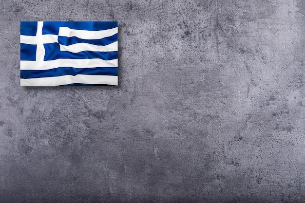 Bandiera della grecia su sfondo concreto.
