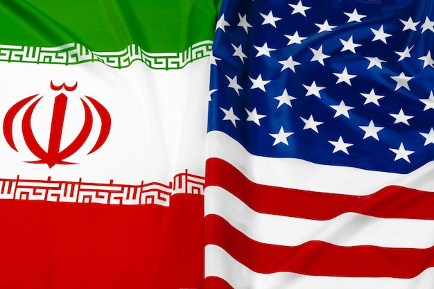 Bandiera dell'iran insieme alla bandiera degli stati uniti d'america