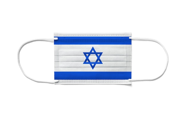 Bandiera di israele su una mascherina chirurgica usa e getta. sfondo bianco isolato
