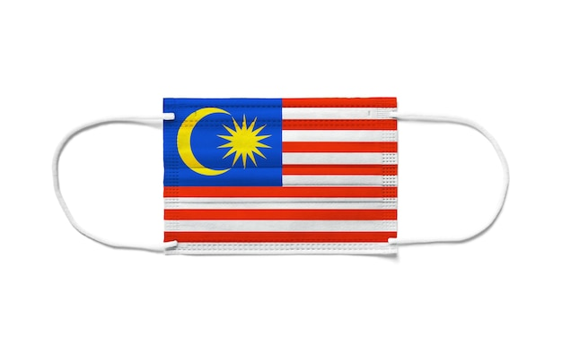 Bandiera della malesia su una mascherina chirurgica usa e getta.