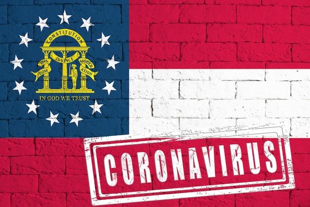 Bandiera dello stato della georgia dipinta su uno sfondo di muro di mattoni sgangherato. con timbro coronavirus, idea e concetto di assistenza sanitaria, epidemia e malattia negli usa
