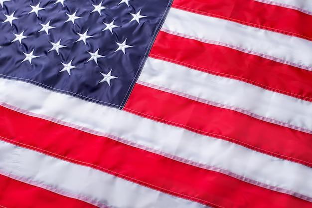 Bandiera degli stati uniti. bandiera americana brillante. strisce rosse e stelle bianche. sii orgoglioso del tuo paese.