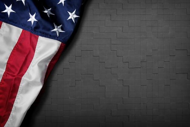 Bandiera degli stati uniti su sfondo di legno