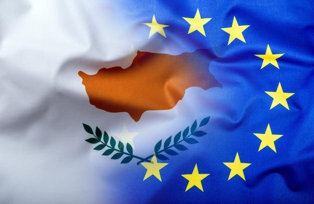 Bandiere di cipro e dell'unione europea. bandiera di cipro e bandiera dell'ue. concetto di denaro bandiera del mondo.