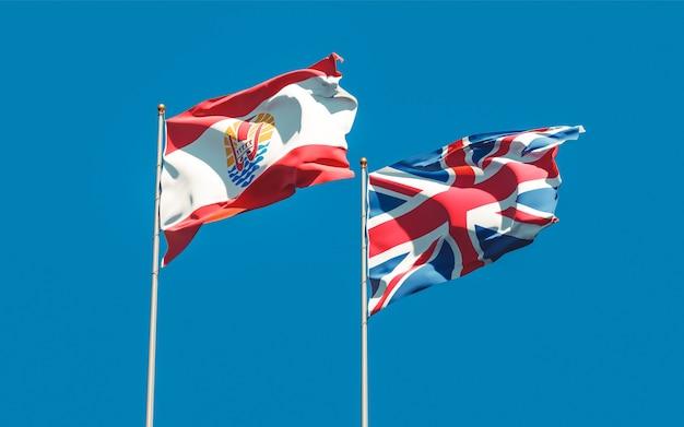Bandiere della polinesia francese e britannica britannica sul cielo blu. grafica 3d