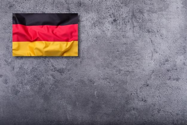 Bandiere della germania su sfondo concreto.