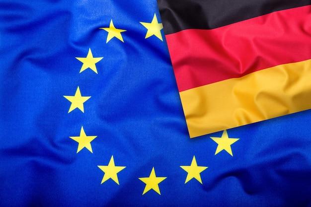 Bandiere della germania e dell'unione europea bandiera della germania e bandiera dell'ue bandiera all'interno delle stelle