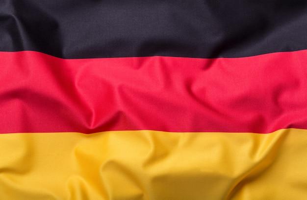 Bandiere della germania e dell'unione europea. bandiera della germania e bandiera dell'ue. concetto di denaro bandiera del mondo.