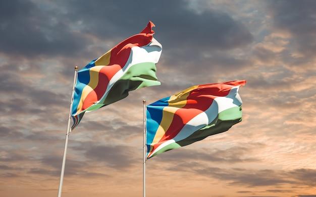 Bandiere delle seychelles e dell'estonia sullo sfondo del cielo