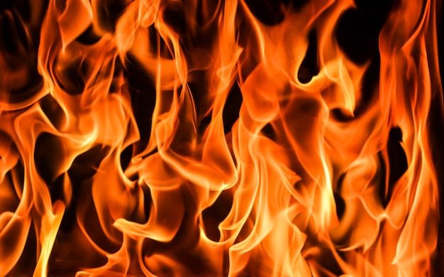 Fiamme di fuoco su sfondo nero il mistero del fuoco