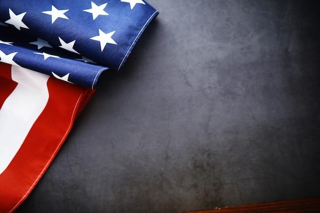 Sventola bandiera usa con onda bandiera americana per il memorial day o il 4 luglio