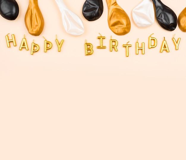 Palloncini di compleanno piatti laici con copia-spazio
