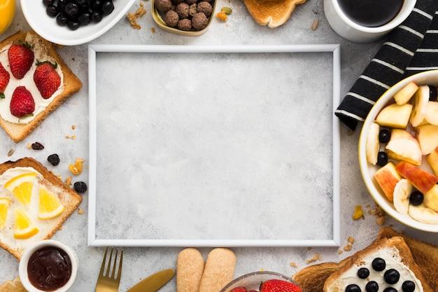 Disposizione piana del concetto della prima colazione con lo spazio della copia