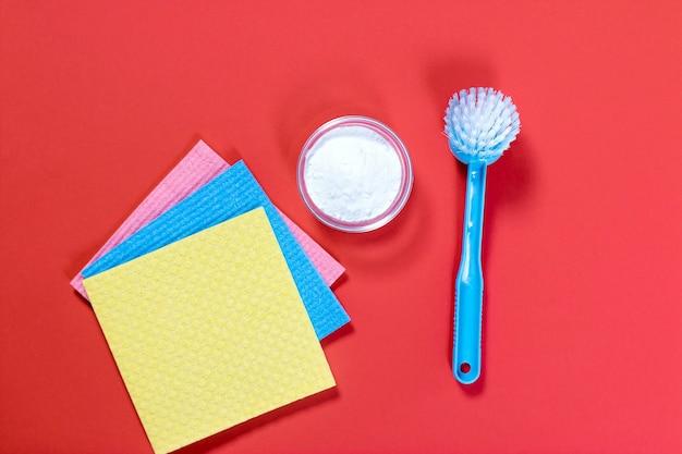 Composizione piatta con bicarbonato di sodio e prodotti per la pulizia