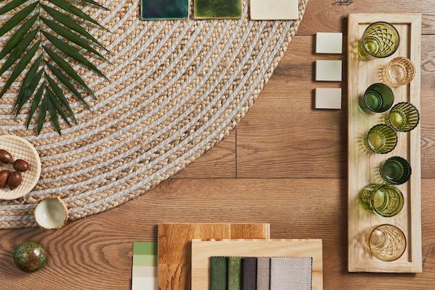 Disposizione piatta della composizione moodboard dell'architetto creativo con campioni di edifici, tessuti arancioni e materiali naturali e accessori personali. vista dall'alto, modello.