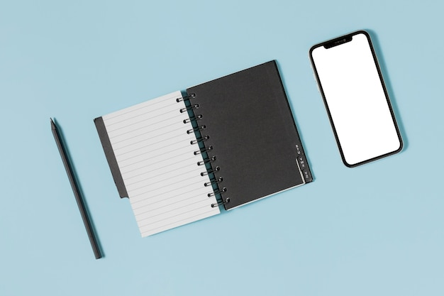Scrivania piatta minimale in bianco e nero