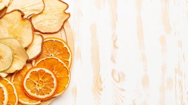 Frutta secca distesa piatta con copia-spazio