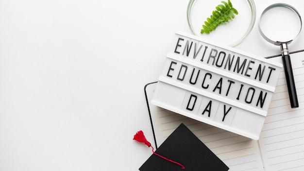 Segno di giorno di educazione ambiente piatto laici