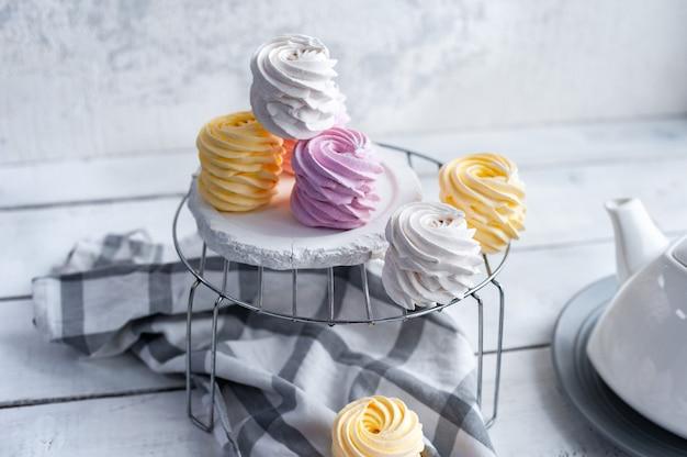 Marshmallow piatto laici assortiti tre gusti, vista laterale