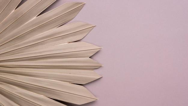 Disposizione piatta di forme di carta monocromatiche