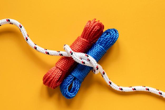 Corde da marinaio piatte con nodo
