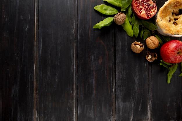 Assortimento piatto di bordi per alimenti del ringraziamento con spazio per le copie