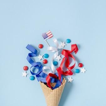 Bandiera americana e coriandoli piatti laici con copia-spazio