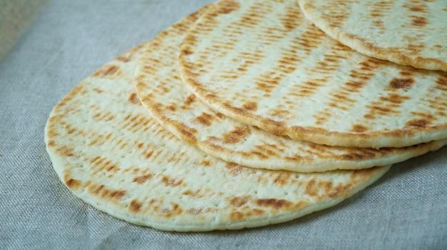 Flatkaka flatbread islandese di segale senza lievito.