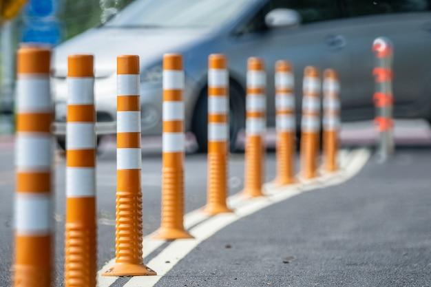 Dissuasore di traffico flessibile per pista ciclabile.