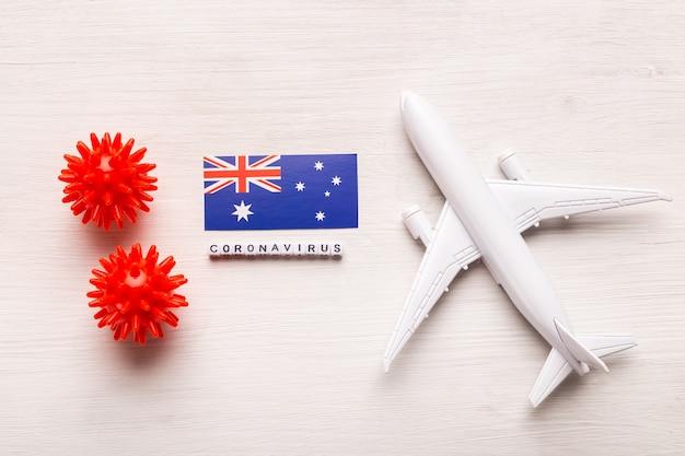 Divieto di volo e frontiere chiuse per turisti e viaggiatori con coronavirus covid-19. aeroplano e bandiera dell'australia su un bianco