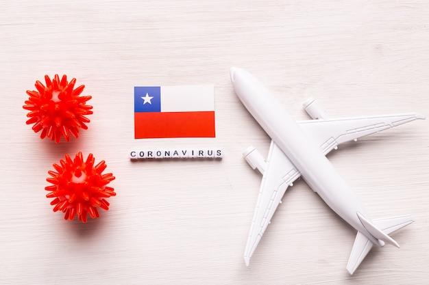 Divieto di volo e frontiere chiuse per turisti e viaggiatori con coronavirus covid-19. aeroplano e bandiera del cile su un bianco