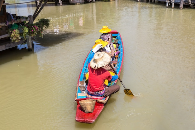 Mercato galleggiante a pattaya