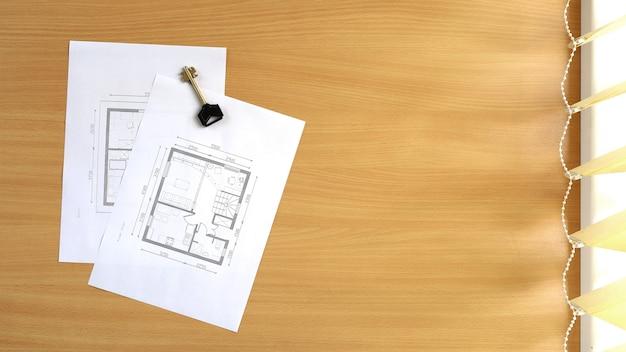 La planimetria della casa si trova sul tavolo