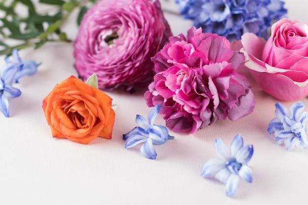 Sfondo luminoso floreale. il concetto di primavera, l'8 marzo. copiare lo spazio.