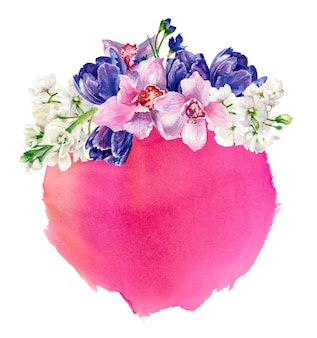 Composizione floreale sullo sfondo della macchia rotonda dell'acquerello rosa, isolato su bianco. pittura a mano