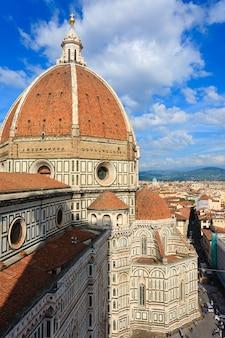 Duomo di firenze dal campanile di giotto, panorama italiano.