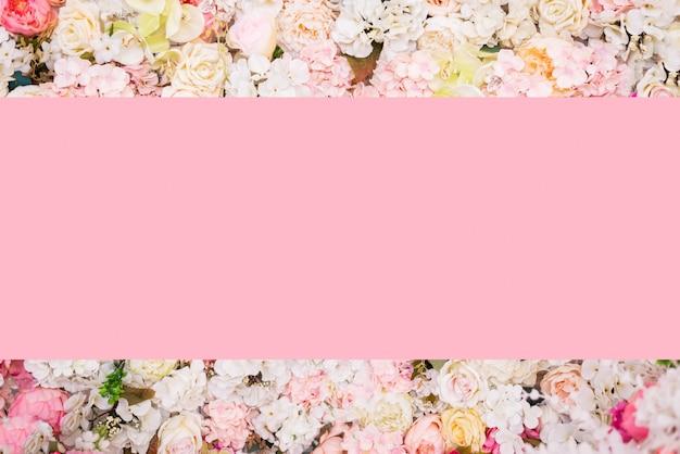 Cornice floreale, banner. cartolina con sfondo di fiori rosa.