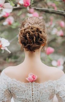 Fondo festivo del vestito elegante della sposa del giardino della magnolia del fiore