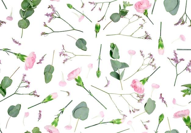 Composizione di fiori. modello fatto di garofani, isolato laico piatto, vista dall'alto, modello senza giunture.
