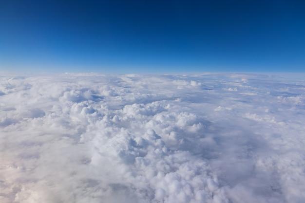 Soffici nuvole nel cielo blu nuvole bianche estate
