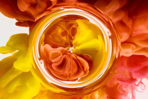 Inchiostro a colori di sfondo astratto di arte fluida nella miscela di acqua