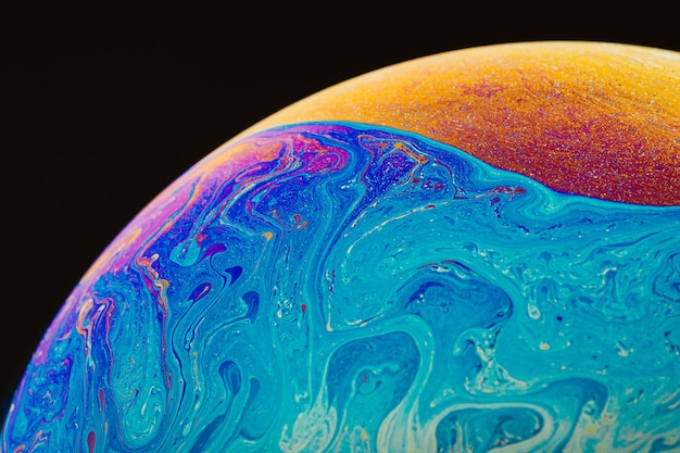 Arte fluida fatta di colorate bolle di sapone. trendy inkscape sfondo sfocato. arte di pianeti spaziali alieni. messa a fuoco selettiva.