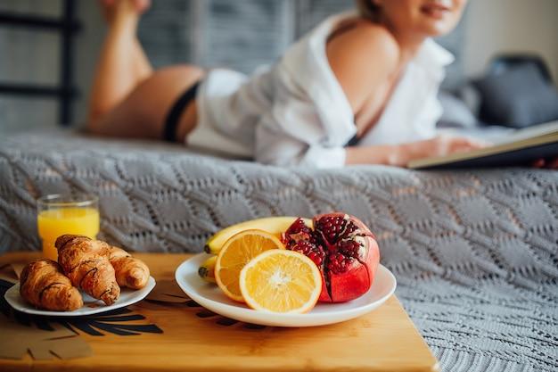 Concentrati sulla colazione di lusso in un hotel molto carino. mattinata in albergo!