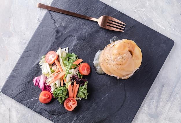 Foie gras con ananas e salsa