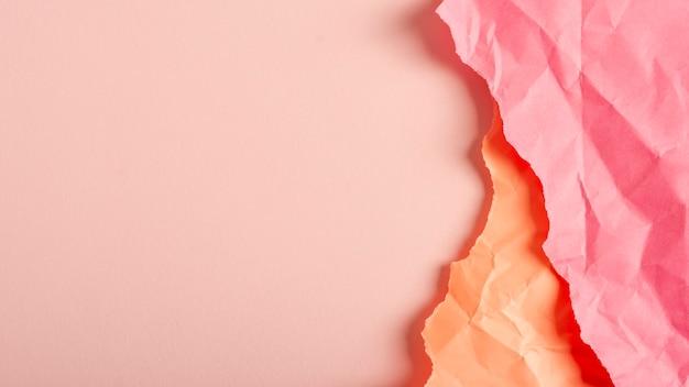 Fogli di carta pastello piegati